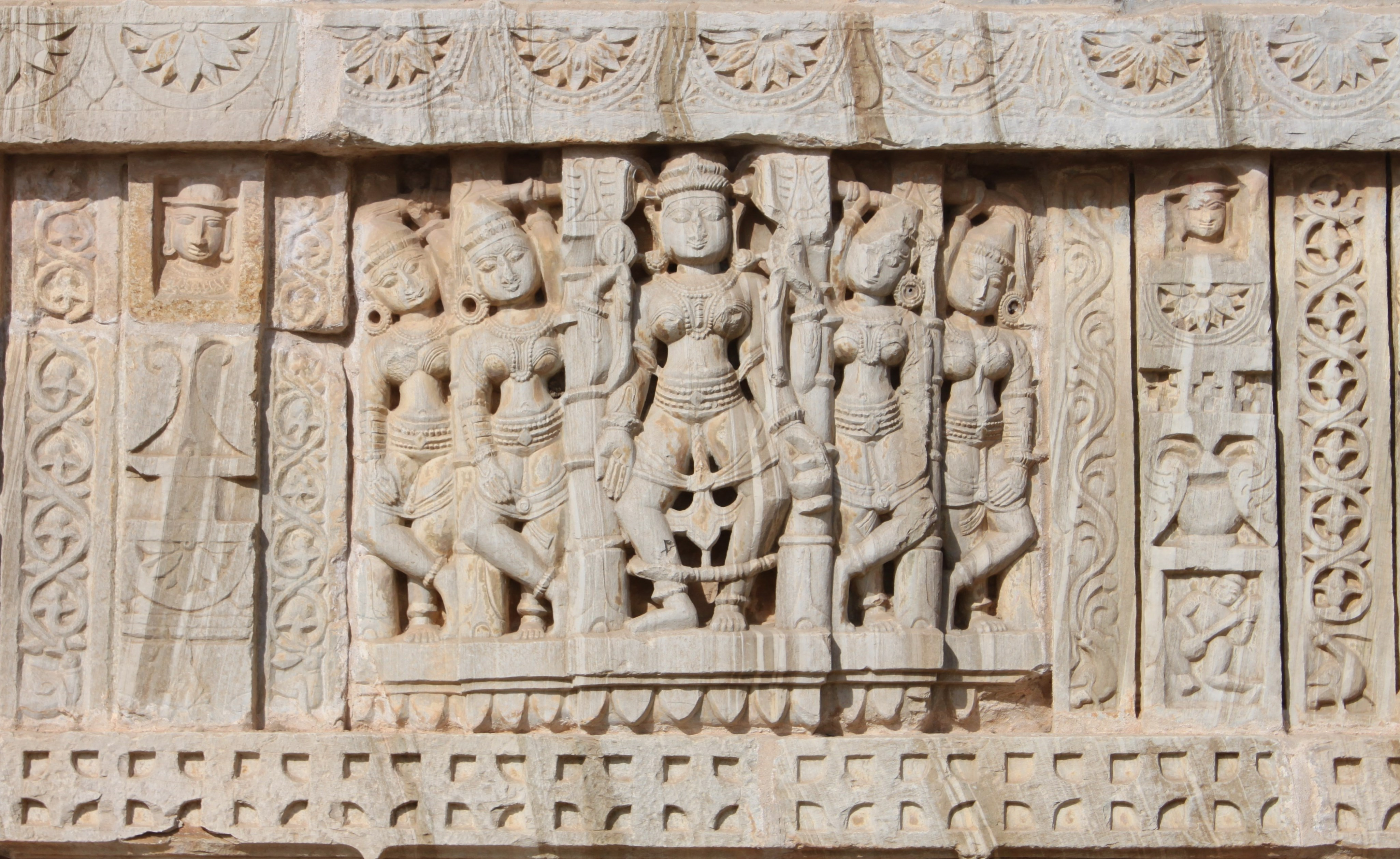 Saatbees Deori (Digamber Jain Temple) 16