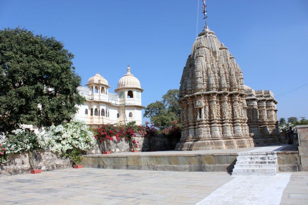 Saatbees Deori (Digamber Jain Temple) 2