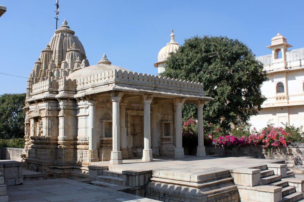Saatbees Deori (Digamber Jain Temple) 6