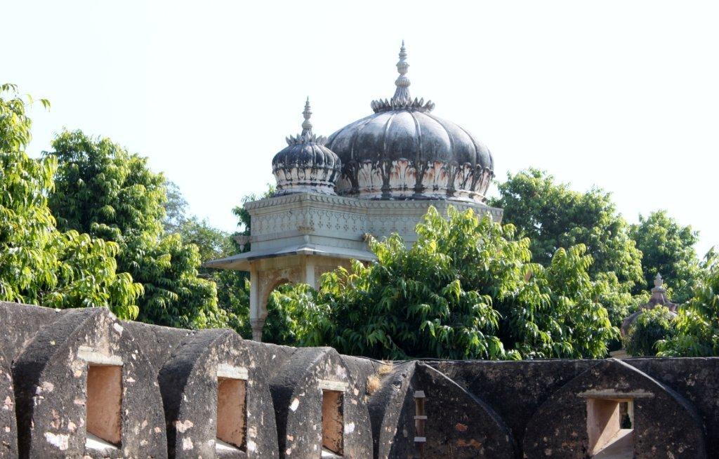 Saatbees Deori (Digamber Jain Temple) 8